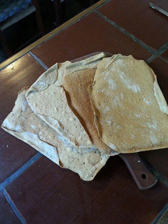 Pão Sueco 3, kummel, linhaça, gergelim, pimenta do reino, um de cada. Coisa linda.