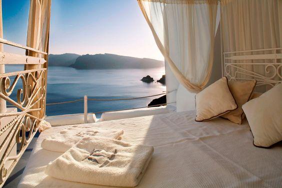 Katikies Hotel (Santorini, Grecia): una cama sobre el acantilado | Galería de fotos 3 de 16 | Traveler: