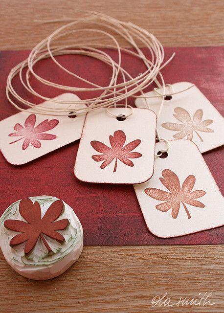 Sello otoñal tallado a mano para decorar   -   Autumnal hand-carved stamp to decorate