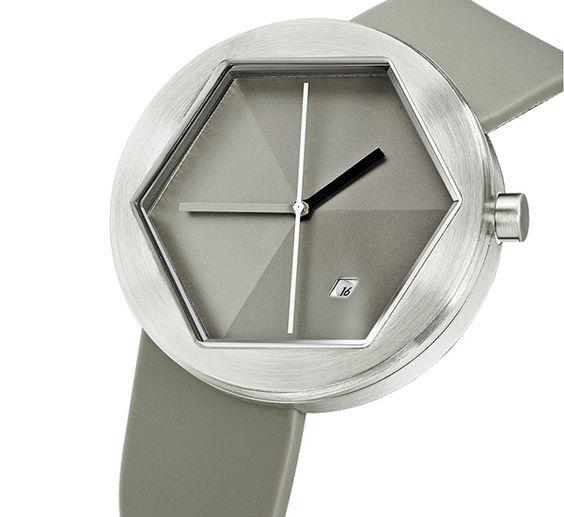 El reloj codo de acero, tiene una esfera en forma de paralelograma interesante. Te va a encantar en tu muñeca! thanksgiving_ckie4