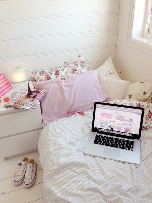 BEDROOM INSPIRATION AND IDEAS | SOYVIRGO.COM CUTE BED PILLOWS PINK FLORAL BEDDING