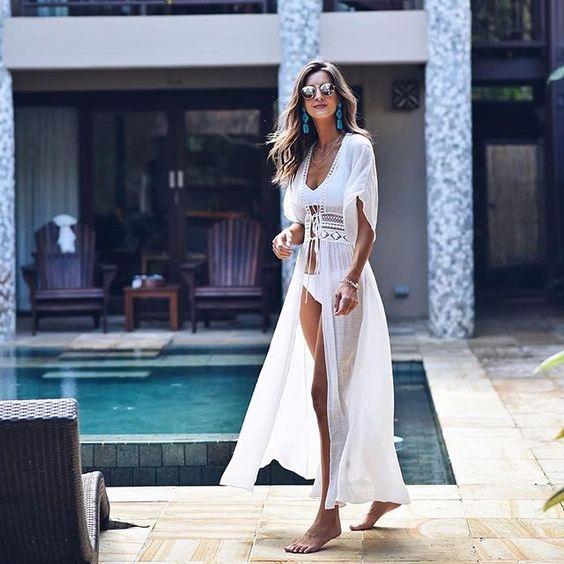 Kimono in lino bianco per un look prettamente da spiaggia