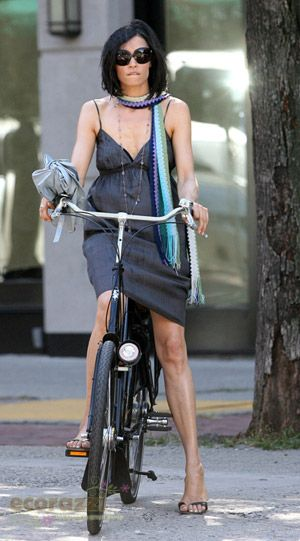Famke Janssen Is A Soho Beauty On Two Wheels - Ecorazzi | Shared from http://hikebike.net