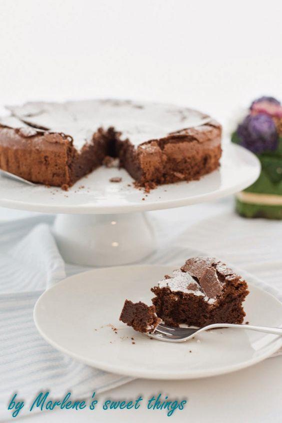 Marlene's sweet things: Der beste Schokoladenkuchen der Schweiz - ohne Mehl :) - http://marlenessweetthings.blogspot.ch/2014/05/der-beste-schokoladenkuchen-der-schweiz.html