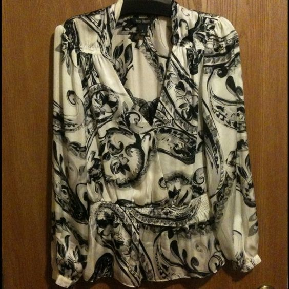 WhiteHouse/BlackMarket top Beautiful v-neck floral top with black lace at v... Elastic at bottom and at end of sleeve... Great piece. White House Black Market Tops
