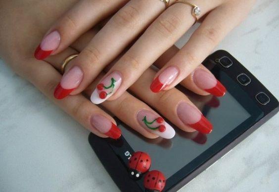 Fingernagelmotive in Rot Weiß