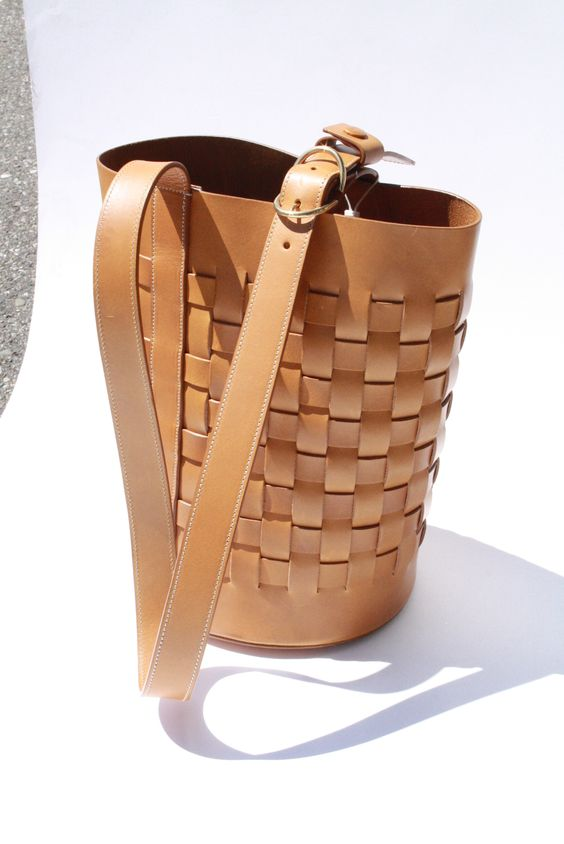 Woven bucket bag with Snap closureCalfskinItalian leather ...