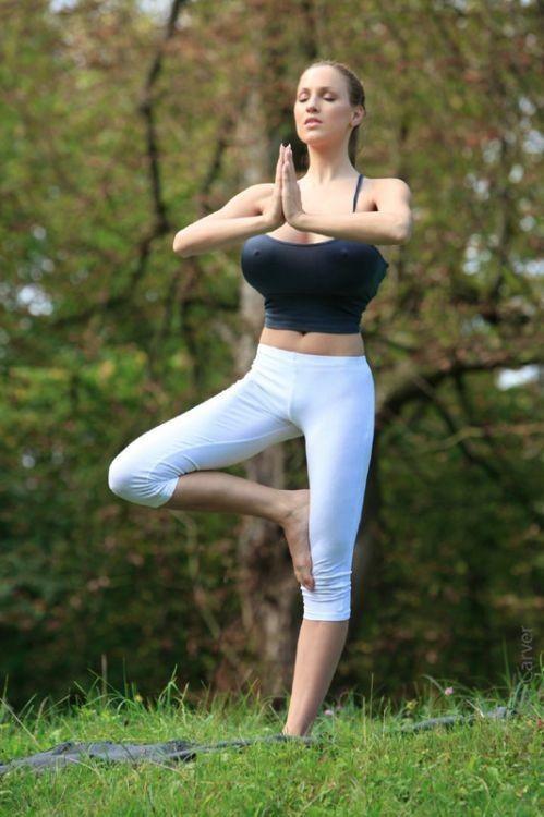 Hottest Yoga Poses : hottest, poses, Modestil