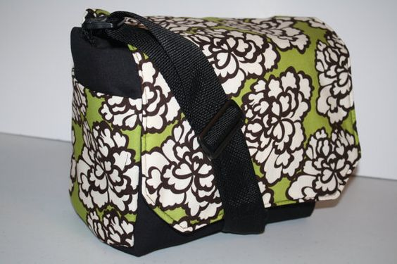 I want this diaper bag!! It's so cute!!