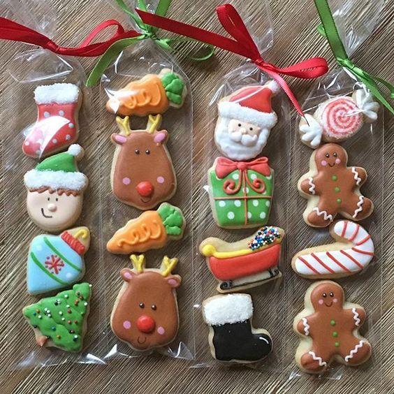 Stocking stuffers! #minis #stockingstuffers #christmastreats #decoratedcookies #royalicing #sugarcookiekate # Mini Christmas cookies #weihnachtsplätzchen