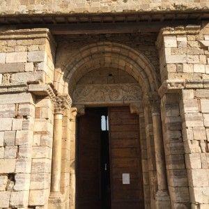 sisters in travel-tour por montalcino-montalcino-itália-abadia de sant'antimo-a porta