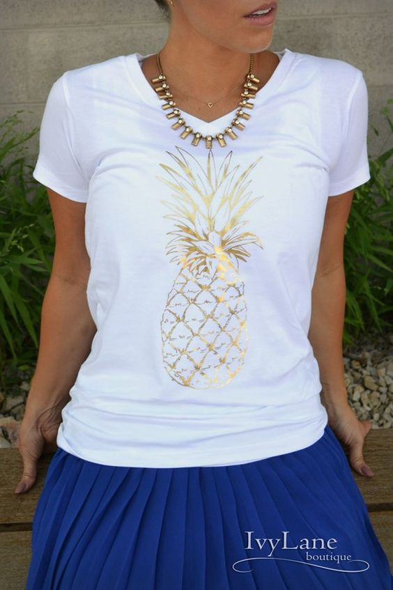 Perfect for Spring , these pineapple print boyfriend fit T's are a must ! Super soft, super comfy and super cute ... You need this in your closet. Get them quick, they sold out fast last time!!