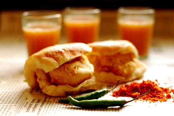 Vada Pav! Batatawada in a desi bun served with garlic chutney! And a cup of garmagaram chai!!