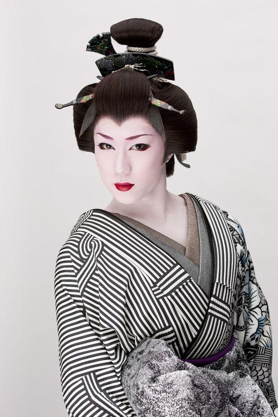 黒×白のお着物の早乙女太一
