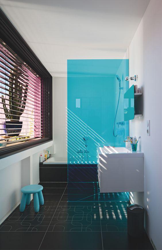 Un Panneau De Douche Turquoise Pour Une Touche D 39 Azur Dans