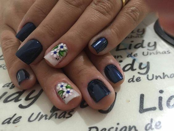 Azul lindo!!!! Flores brancas pra quem é romântica.💙💙