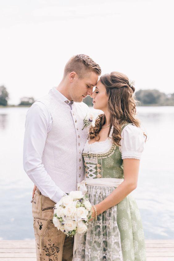 Traditionell bayerische Hochzeit – Sarah & Tobias gaben sich in Tracht das Ja-Wort #hochzeit #emotional #brautpaar #tracht #dirndl #lederhose