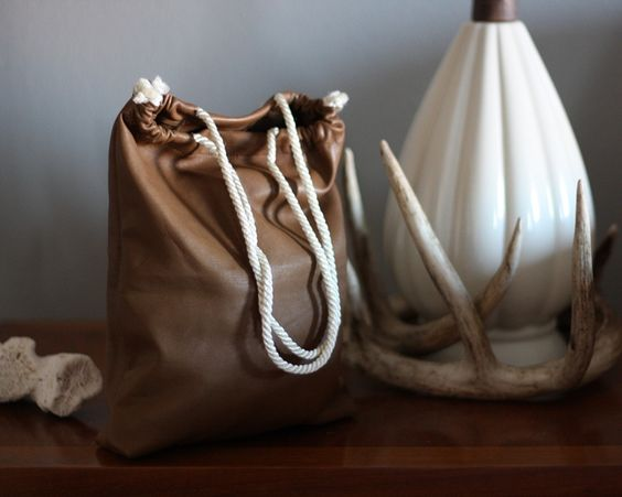 easy leather bag. i will make this but with fun colors!