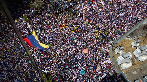 Les Vénézuéliens sont dans la rue, la révolte mondiale contre la Cabale…