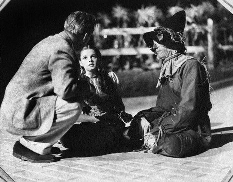 Judy on the set of Wizard of Oz with director Victor Fleming and Ray Bolger. She had a major crush on Fleming apparently!: