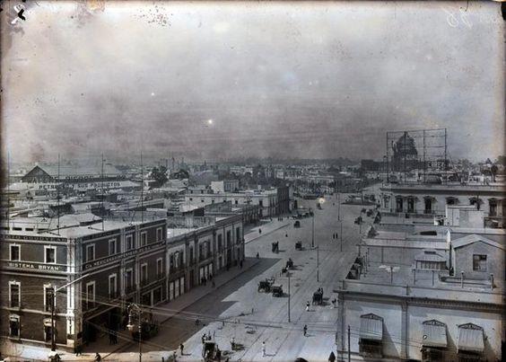 Al fondo de la foto luce la estructura del Palacio Legislativo, malogrado proyecto que se convirtió en el Monumento a la Revolución.