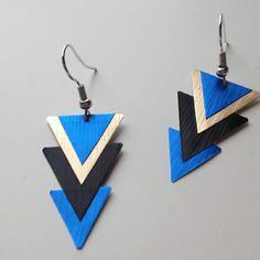Boucles d'oreille triangles noirs, dorés et bleus en capsule de café nespresso