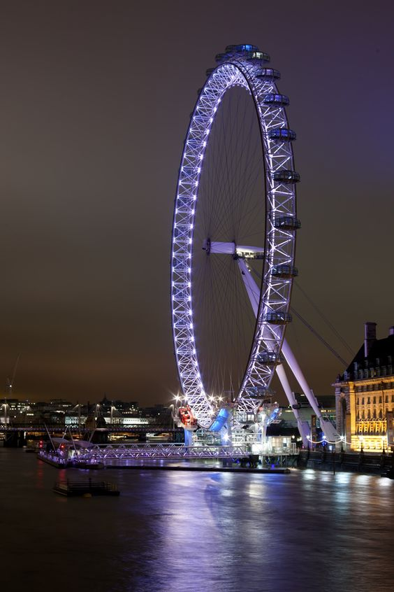 Todo o romantismo das construções antigas e de atrativos como a London Eye tornam Londres um cenário encantador!