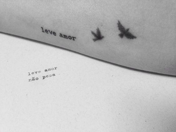 Leve... #zackmagiezi #poesia #tattoo #amor
