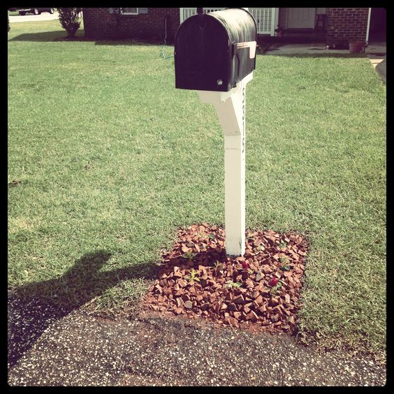 Brick Around Shed With Mulch And Flowers: Crushes, Mulches And Flower Beds On Pinterest