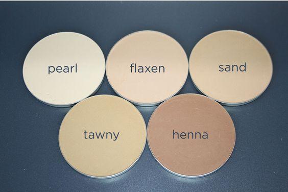 Fix Pressed Powder Foundation from Elate Clean Cosmetics. With titanium dioxide, zinc oxide & silica.