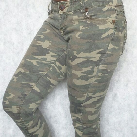 RUE 21 Camo Skinny Jeans Size 5/6 R 99% Cotton; 1% Spandex Rue 21 Pants Skinny