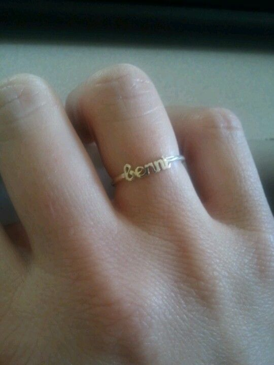Benni's name on a ring