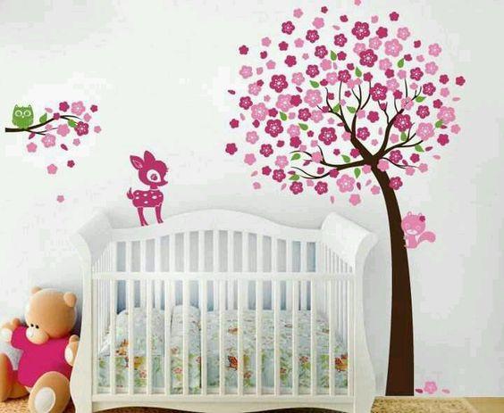 Cuarto para ni a decoralo con un rbol y animalitos de for Vinilos para habitacion de bebe nino