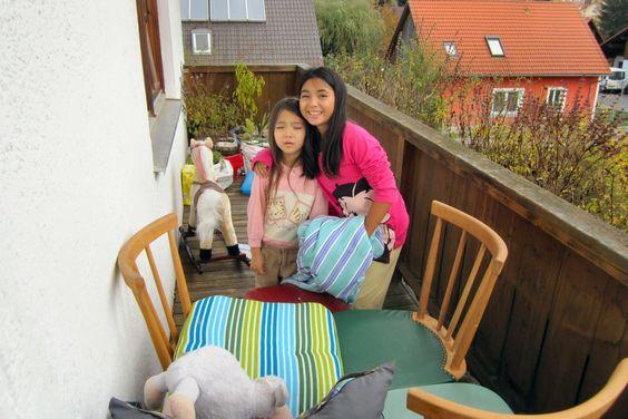 FANTASTISCHES WETTER am 28.Okt.2013 in Eggenfelden Niederbayern alles sind auf den Balkon die Sonne geniessen