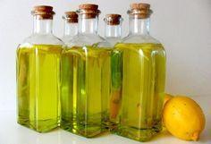 Licores caseros: Limoncello  1 litro de vodka, 3/4 de litro de agua, 750 gramos de azúcar, 10 limones.