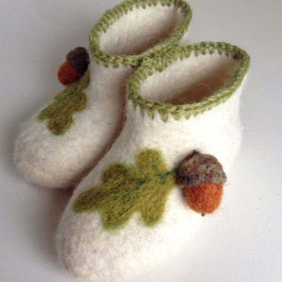 """""""Acorn"""" Handmade Felted 100% wool Booties size 2, decoration - felted acorn and oak leaf; soles are protected with non-slip latex layer #handmade #felted #felts #babyshoes #booties #adorable #gifts #woolen"""
