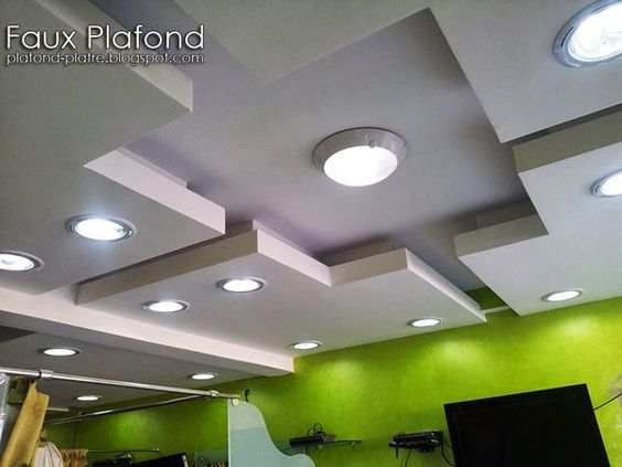 D coration faux plafond suspendu pour les salons de for Decoration placoplatre salon