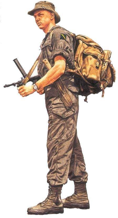 Soldado dos Malayan Scouts armado com uma submetralhadora Owen. Observa o distintivo da unidade em seu embro esquerdo. Pin by Paolo Marzioli