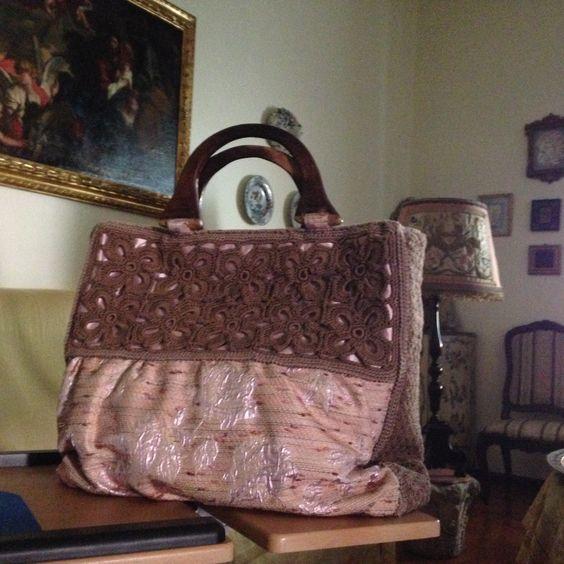tessuto rose rosa e bordi uncinetto
