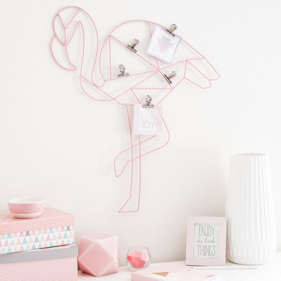 Pince-photos en métal rose 47 x 53 cm FLAMINGO | Maisons du Monde: