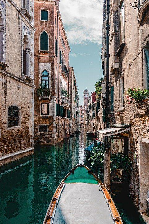 Venise Lisbonne La Normandie Pour Un Weekend En Amoureux En 2020 Vacances Romantiques Grand Canal De Venise Belle Villa