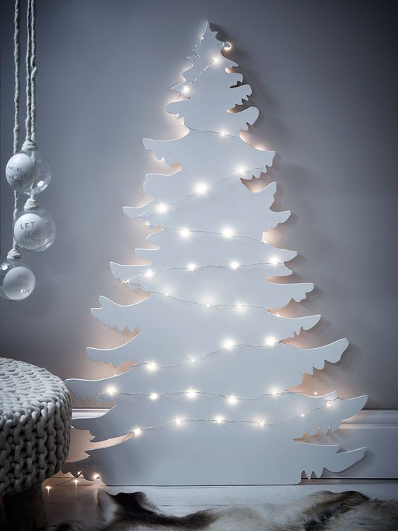Little space? This alternative wall art #Christmas tree is wonderfully #minimalistic! | via freshdesignblog.com