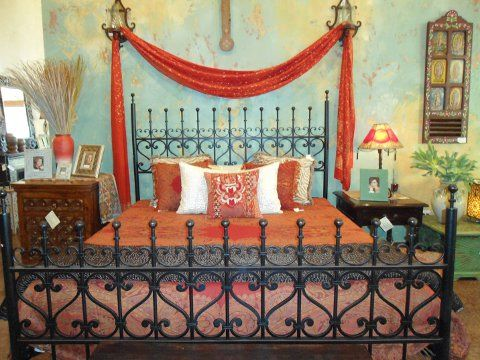 Arabesca bed available in king queen spanish colonial for Idea interior cierra
