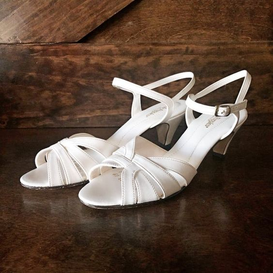 Vintage Kitten Heel Sandal White Open Toe Sling Back Heeled Sandal Vintage Shoes White Heels Wedding Shoe Size 8n Vegan Friendly In 2020 Kitten Heel Sandals White Heels Kitten Heels