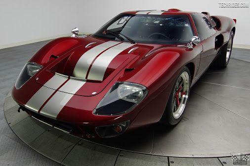 Ford GT40 1966. Foi criado por ordens de Henry Ford II para correr nas 24 Horas de Le Mans e destruir o reinado da Ferrari. Isso porque Enzo Ferrari desistiu da venda de sua empresa à Ford na última hora e então, para Henry Ford II era questão de honra bater a Ferrari em seu território de domínio. E conseguiu com louvor: Foi quatro vezes vencedor das 24 Horas de Le Mans, entre 1966 e 1969, quando parou de ser fabricado.