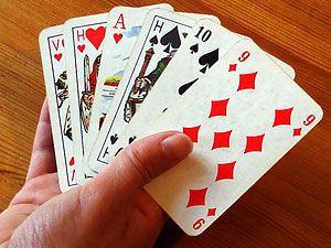 Alle 2 Wochen treffen wir uns mit unseren Freunden zum Kartenspielen. Das ist immer eine lustige Runde!