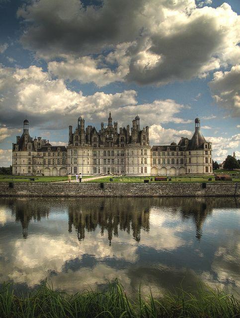 Sur la route de Domaine des Hauts de Loire, le Château de Chambord. Construit au 16ème siècle, le château de Chambord est le joyau de la couronne de la Vallée de la Loire.