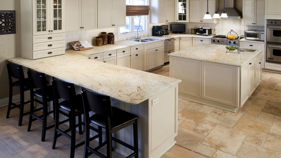 Colonial Gold Granite Large Kitchen With Island
