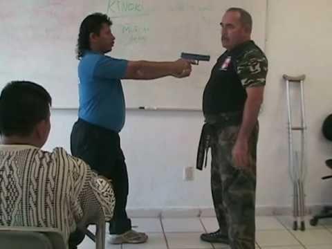 Tecnica de Defensa contra pistola para personas con discapacidad física - YouTube