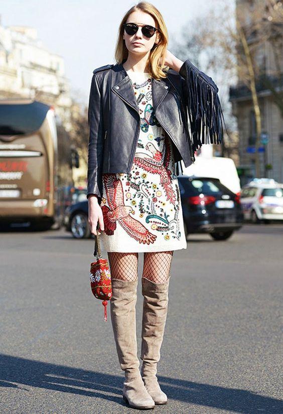 Street style de vestido, over the knee e meia arrastão, sem ficar vulgar!:
